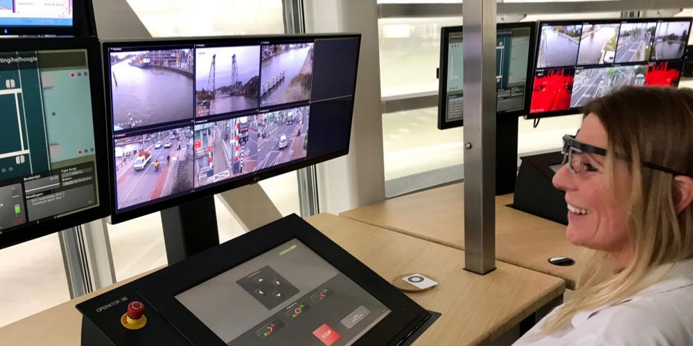 Tobii Pro Glasses 2 wearable eye tracking is used to improve bridge operators' performance